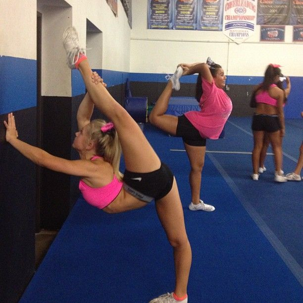How to Do a Needle in Cheerleading