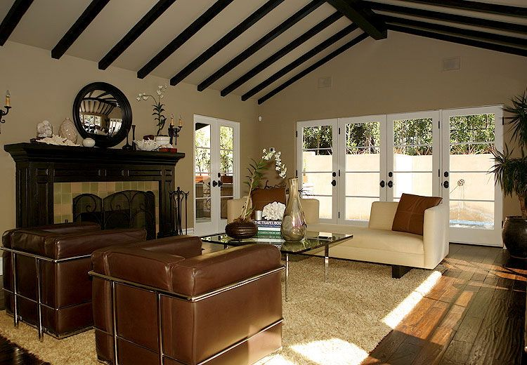 Jeff lewis fireplace great room jeff lewis designs for Jeff lewis living room designs