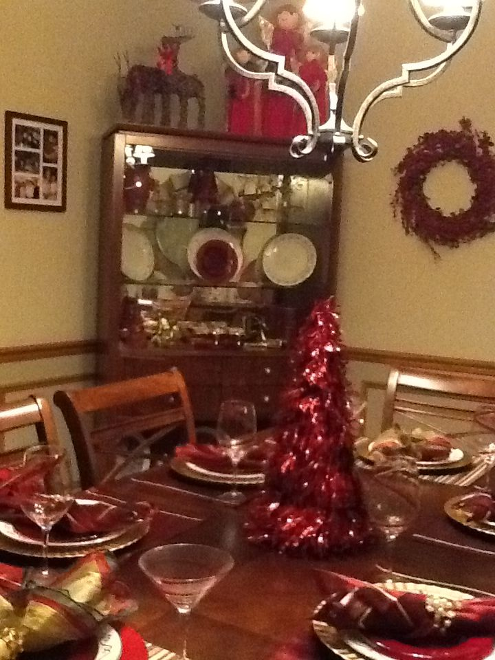 Christmas dining room decor my favorite pier 1 imports for Pier 1 dining room centerpieces