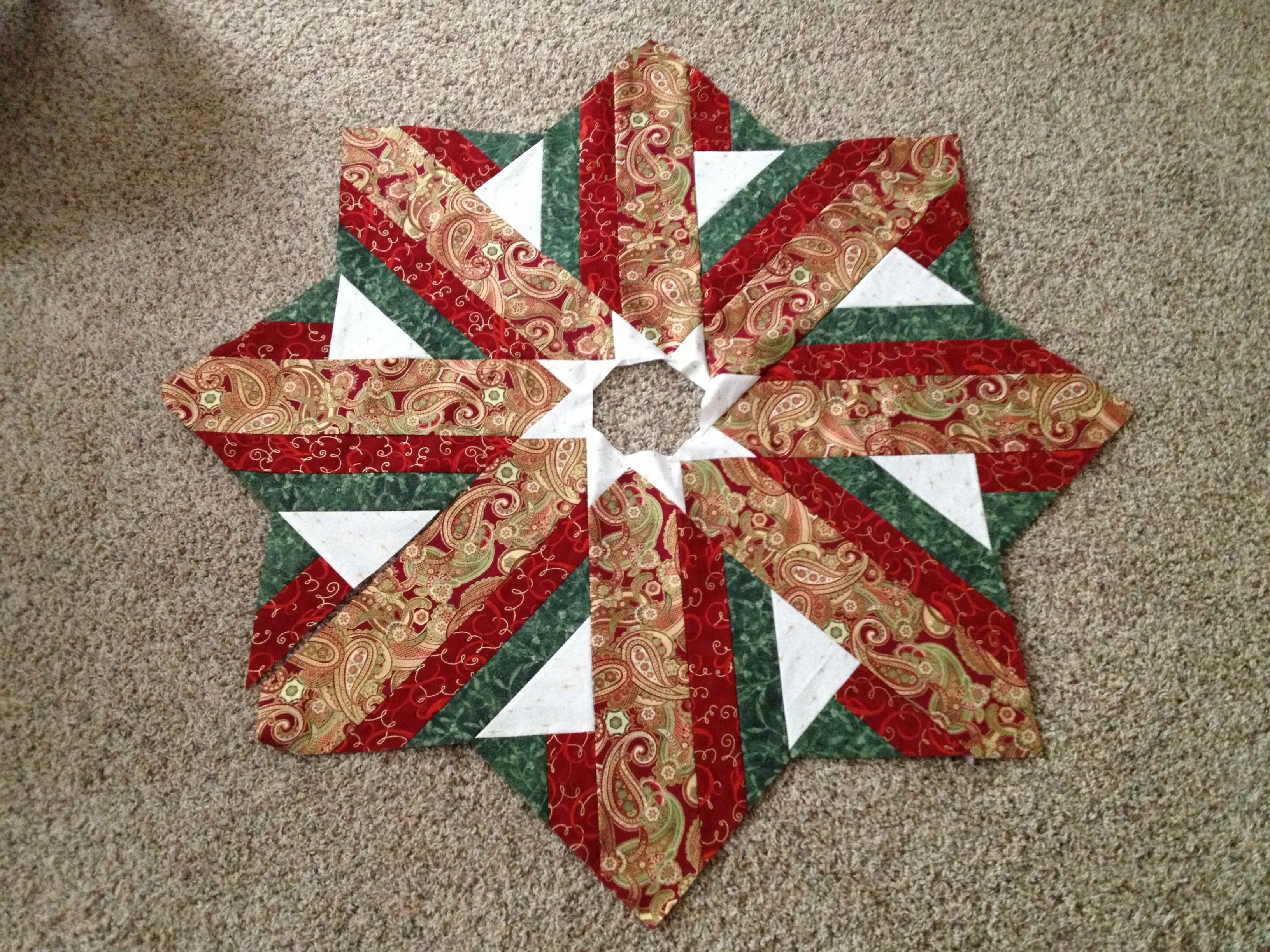 Quilted Christmas Tree Skirt Pinterest : Unfinished Christmas tree skirt top Quilt patterns Pinterest