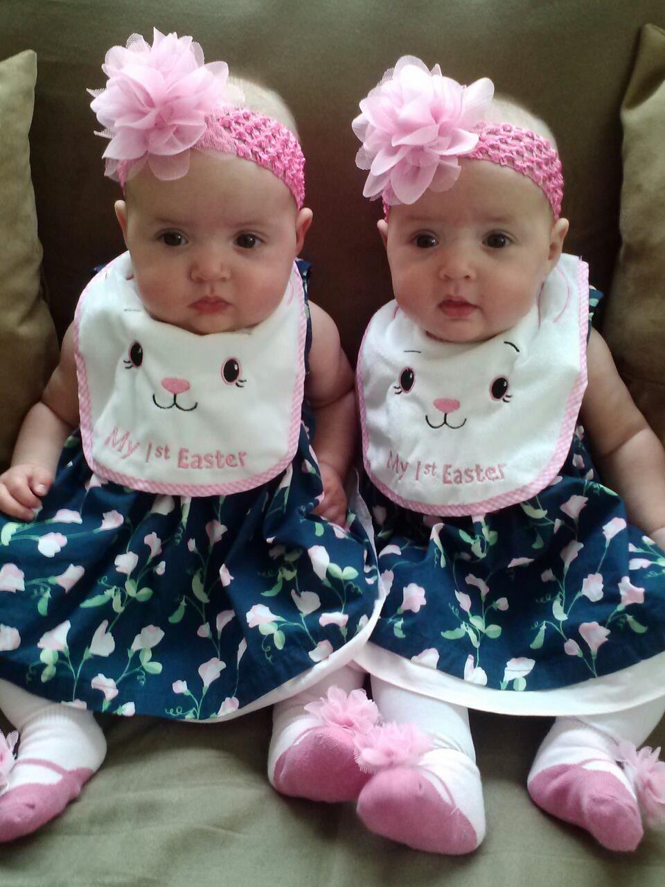 Identical Twins R & R @ 5 mos | Identical Twins | Pinterest