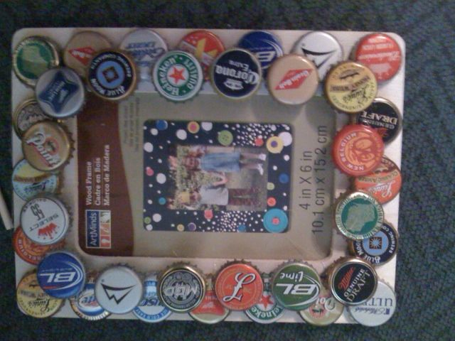 Easy beer bottle cap picture frame i just want to make for Beer bottle picture frame