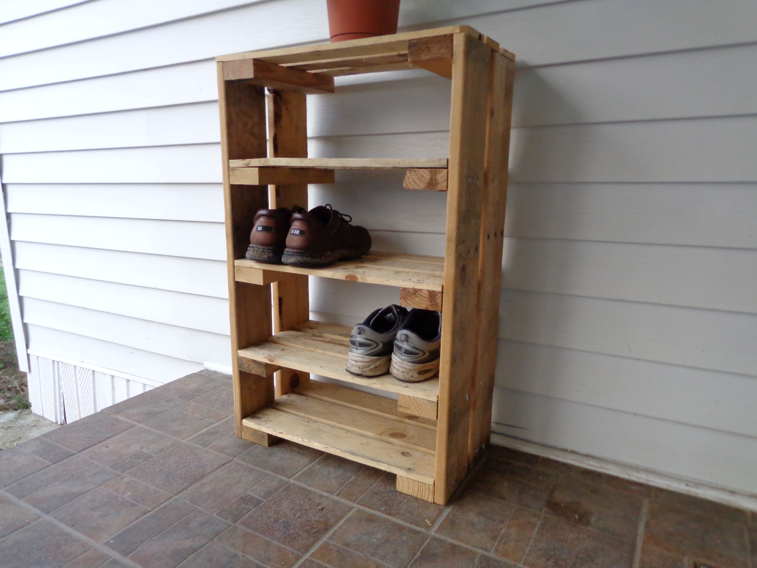 Shoe rack i made from pallet craft ideas pinterest for Shoe rack made from pallets