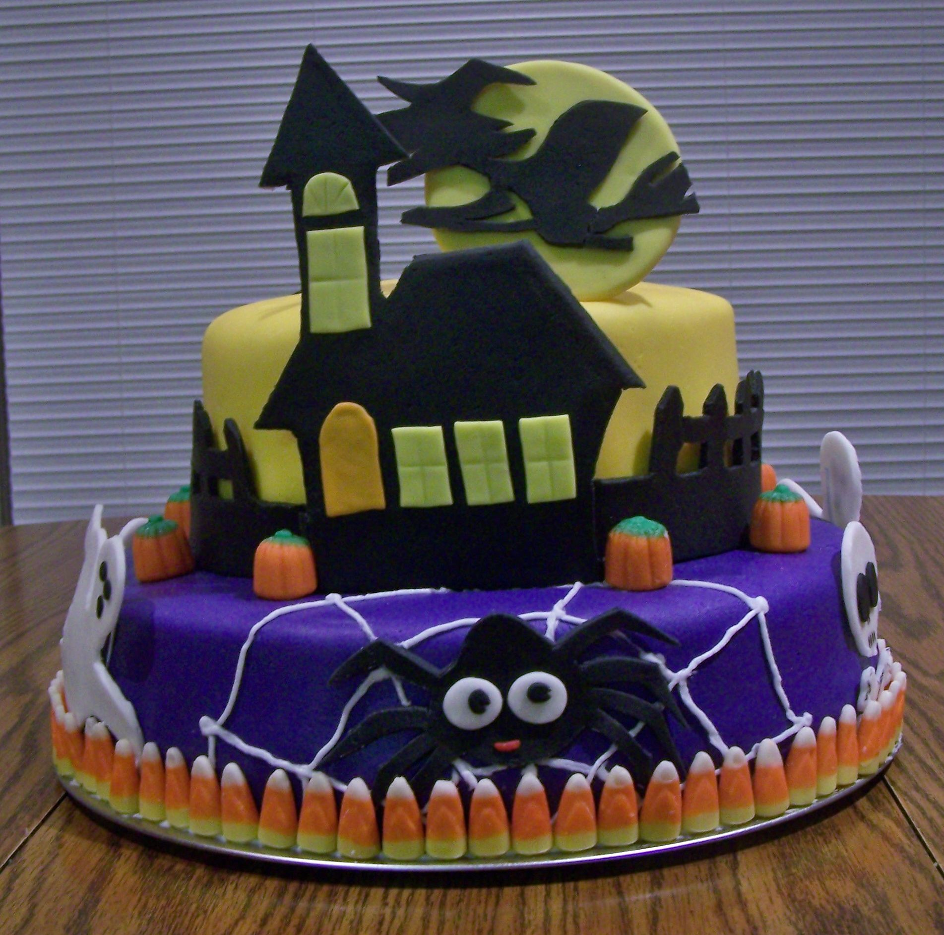 Halloween birthday cake  Cakes and cupcakes  Pinterest