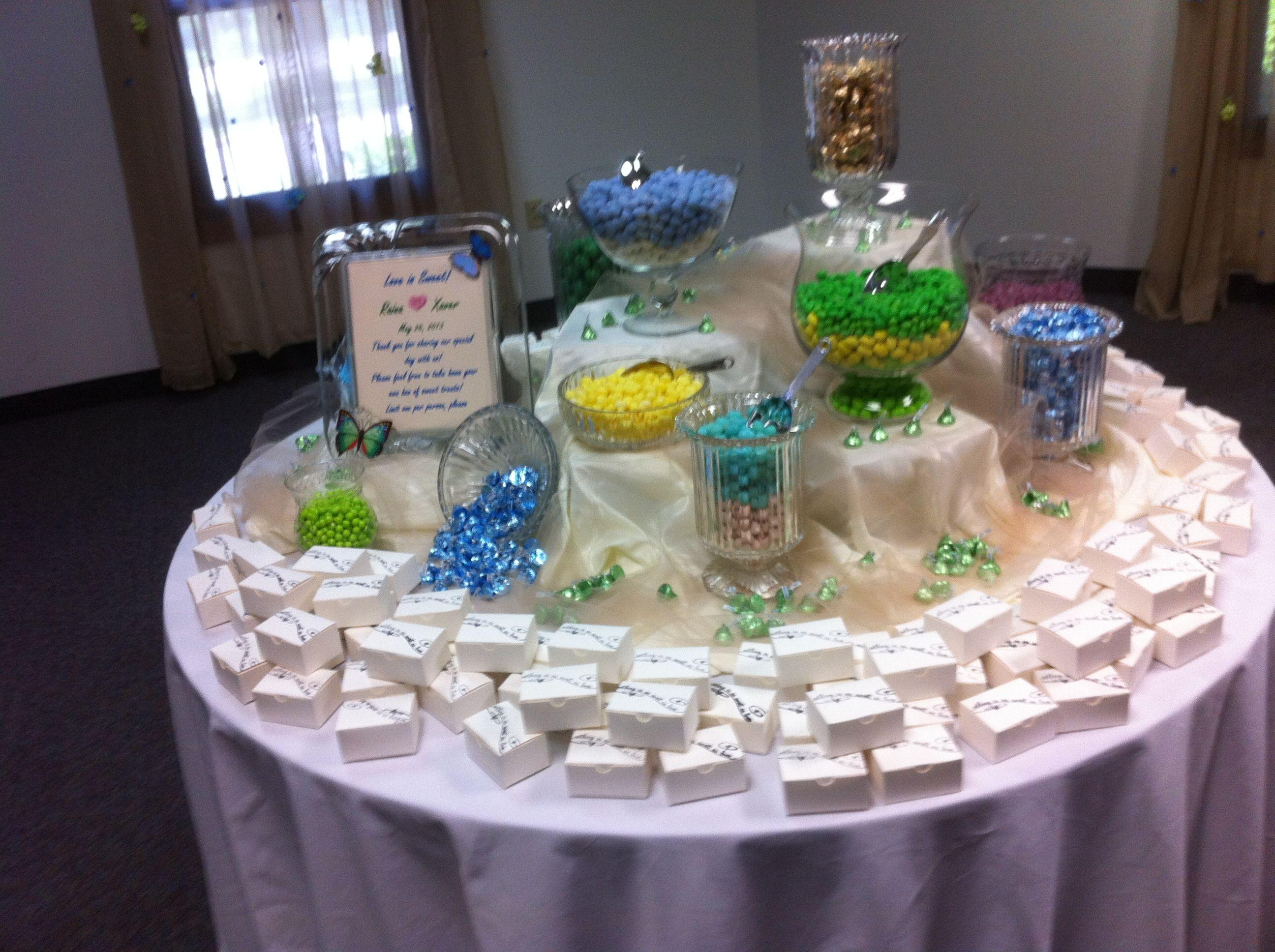 Candy bar, great wedding favor! Candy Bar Pinterest