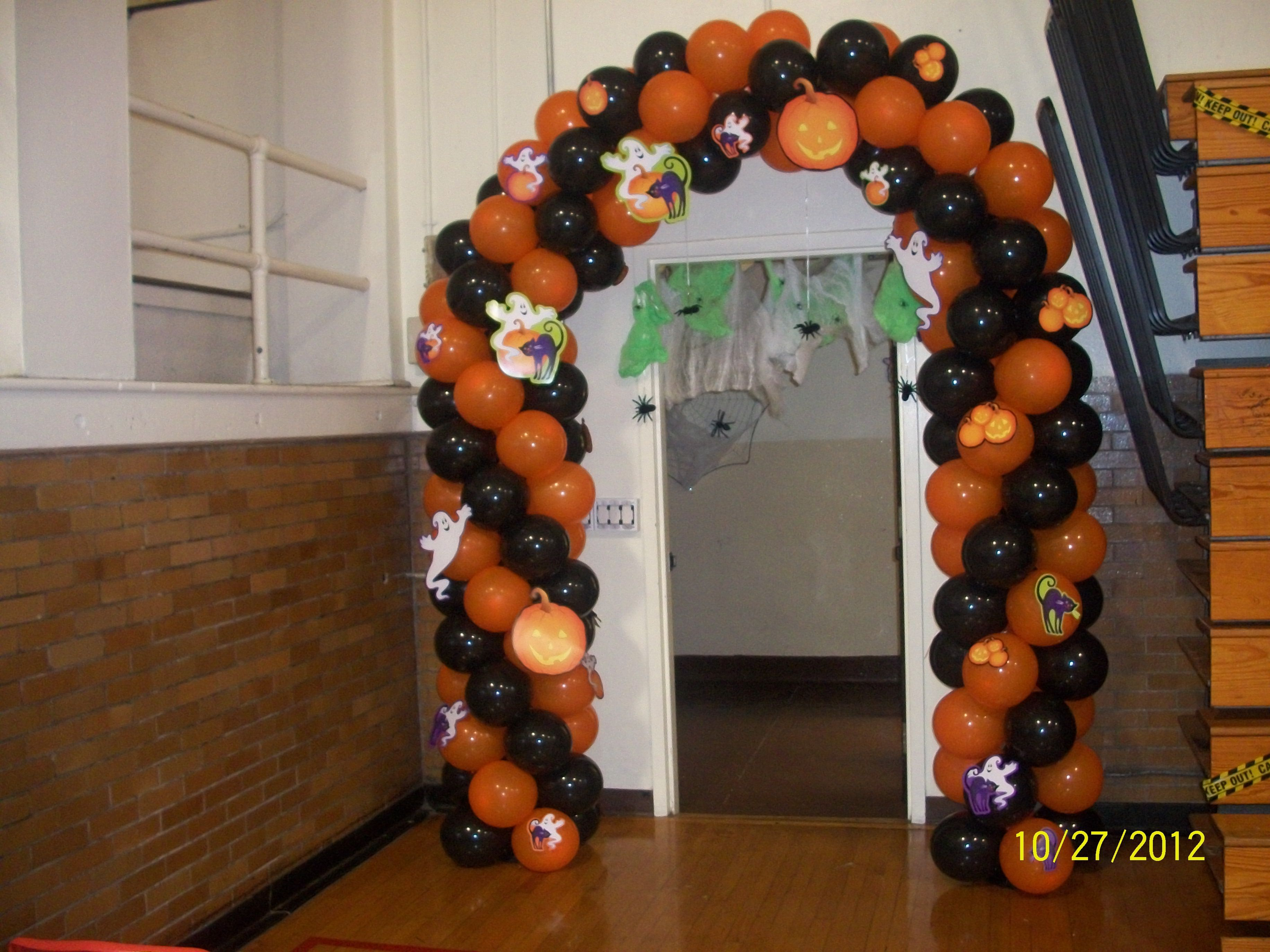 Balloon arch halloween balloon halloween figures for Balloon decoration for halloween