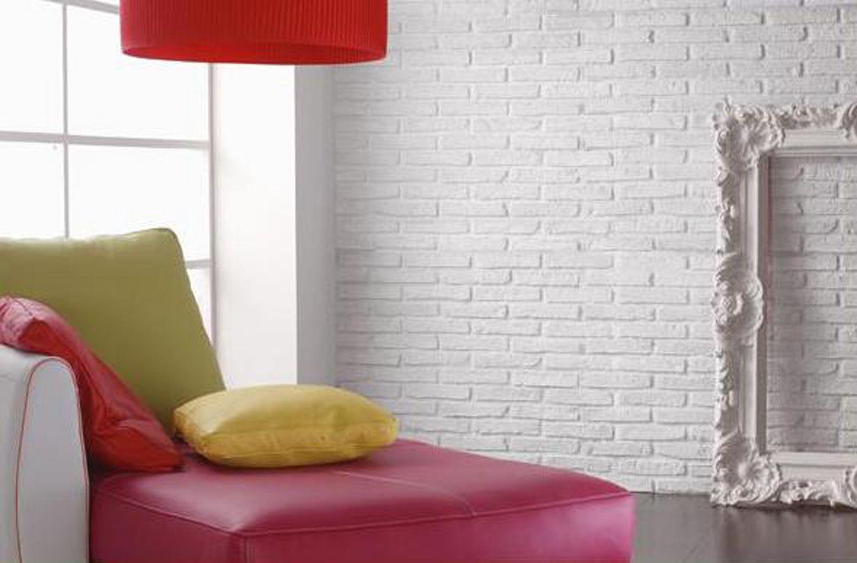 Белая кирпичная стена в интерьере фото