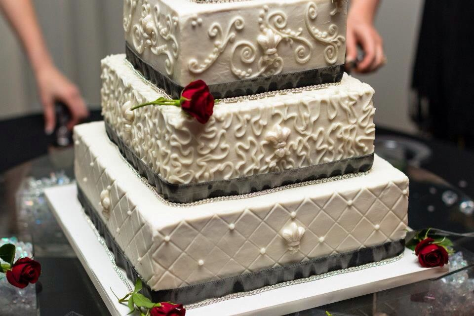 Up Close Wedding Cake Piping Detail Wedding Cakes Pinterest