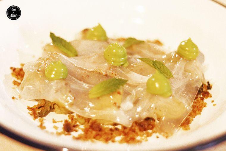 alcachofas salteadas con láminas de tocino ibérico, mayonesa de cebollino y migas crujientes - Al Trapo - restaurante alta cocina creativa Madrid hotel Letras
