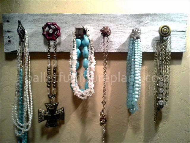DIY Pallet Jewelry Holder Ideasss Pinterest