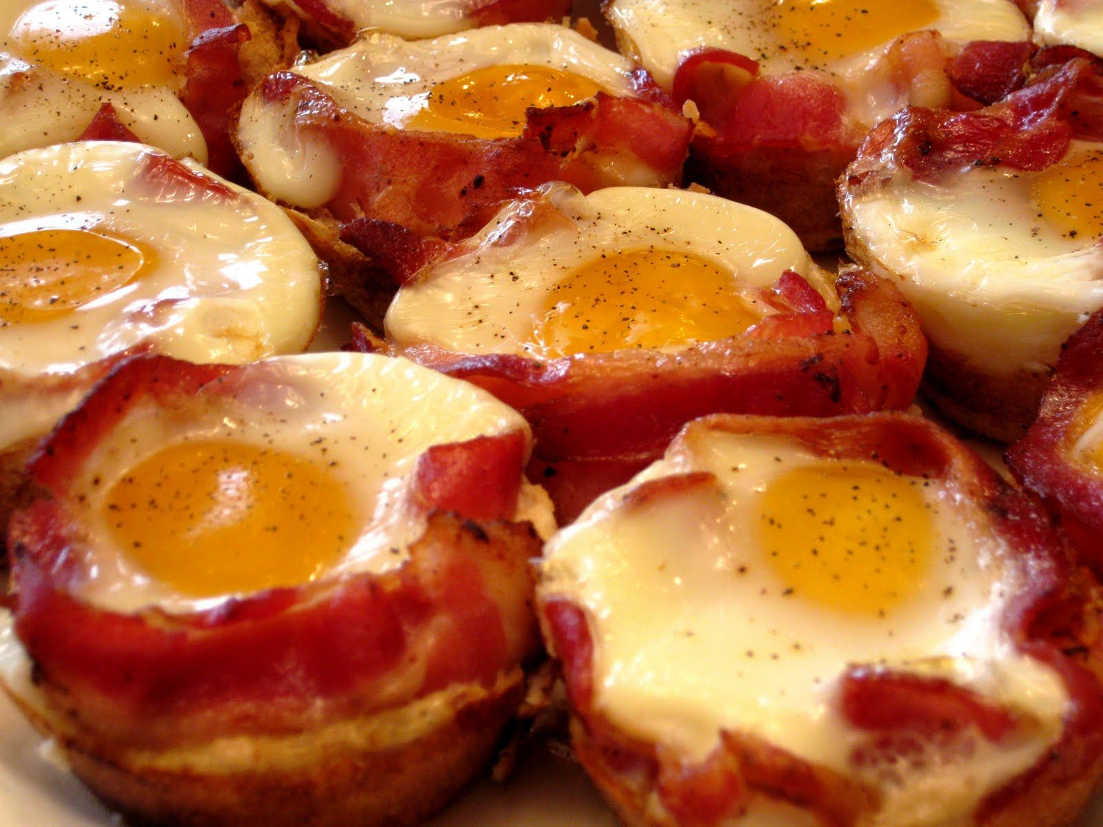 Bacon, Egg and Toast Cups | amazing food finds | Pinterest