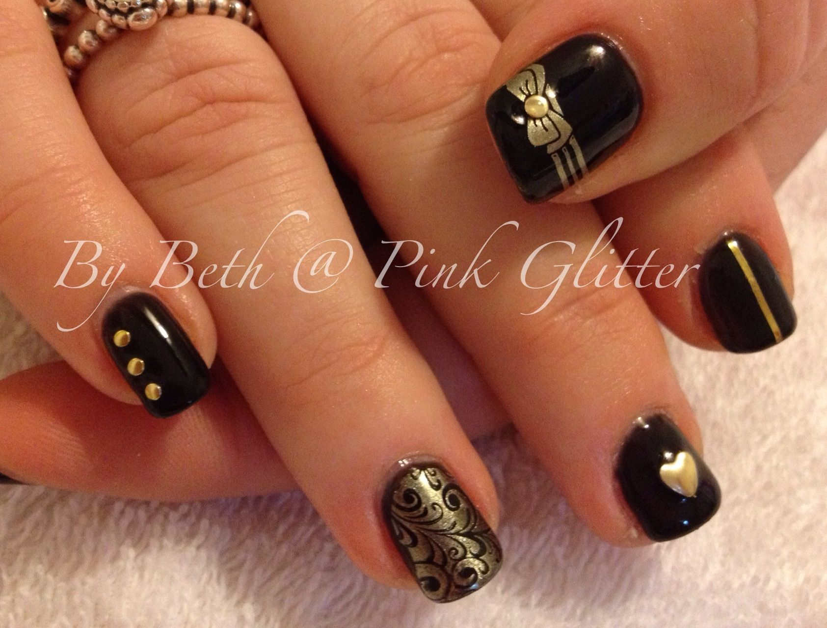Black and gold nail art | Nail Art by Pink Glitter | Pinterest
