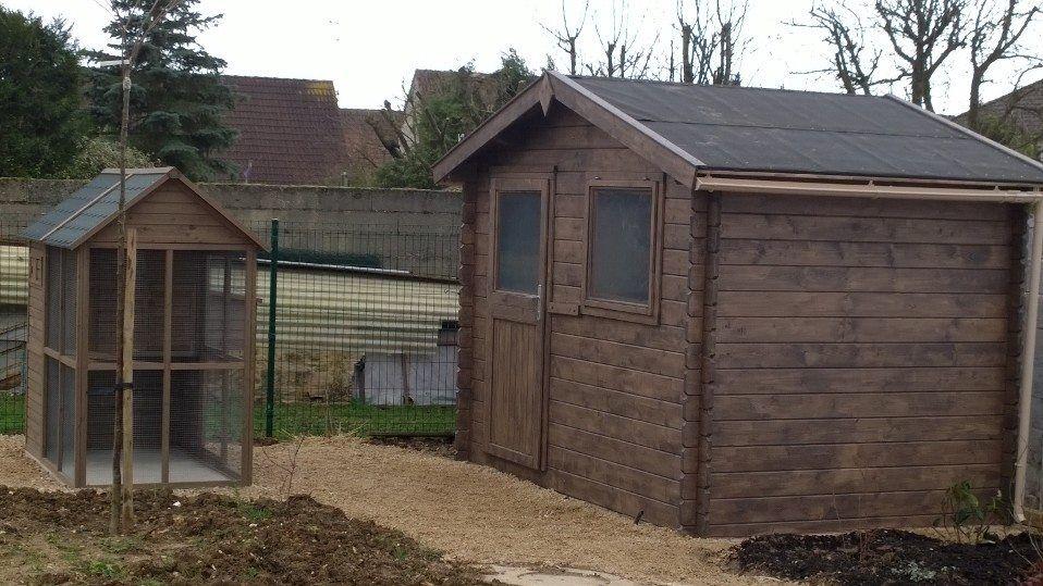 Abri de jardin et poulailler sc nes de jardin pinterest for Abri jardin 3m2