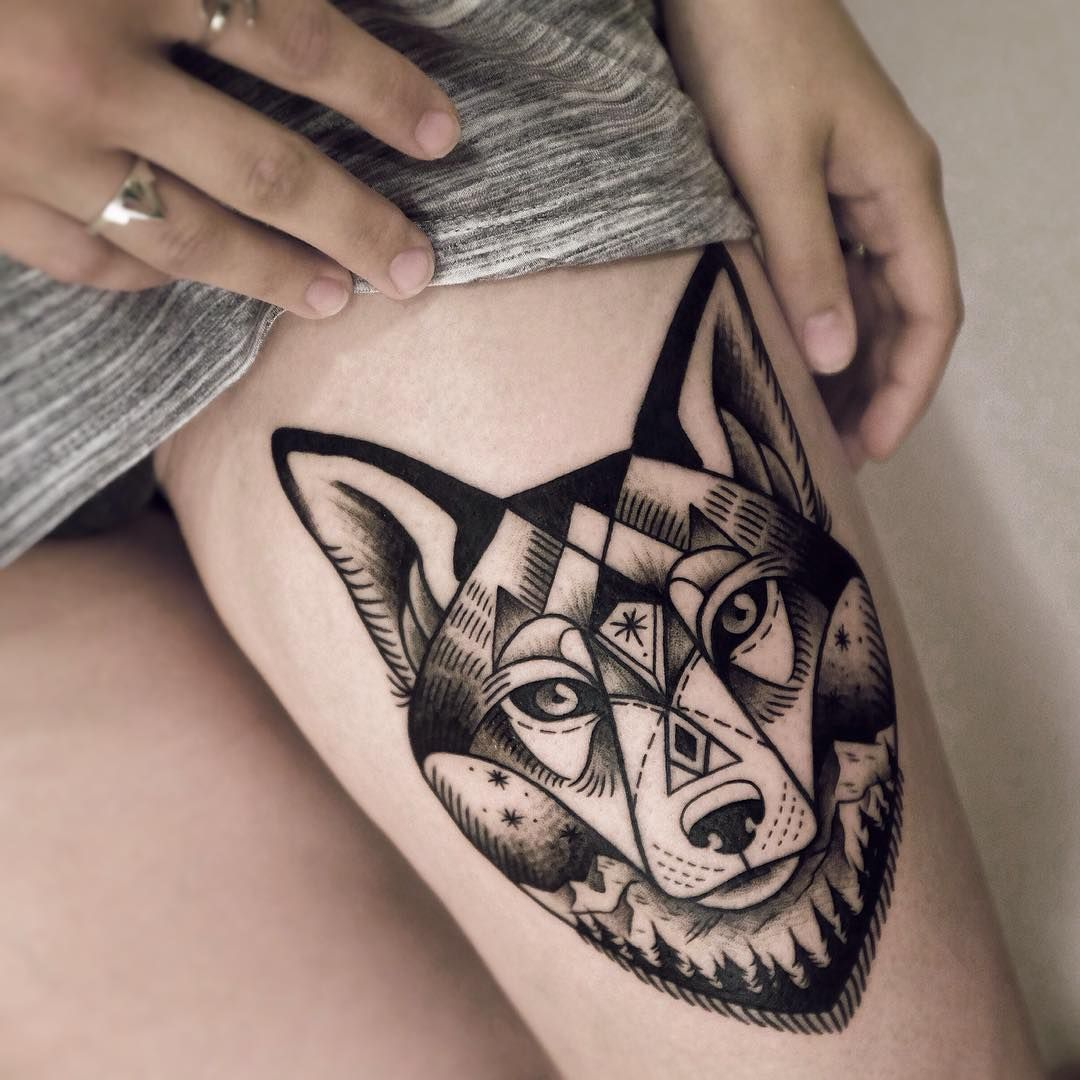 Тату волк на бедре у девушек фото