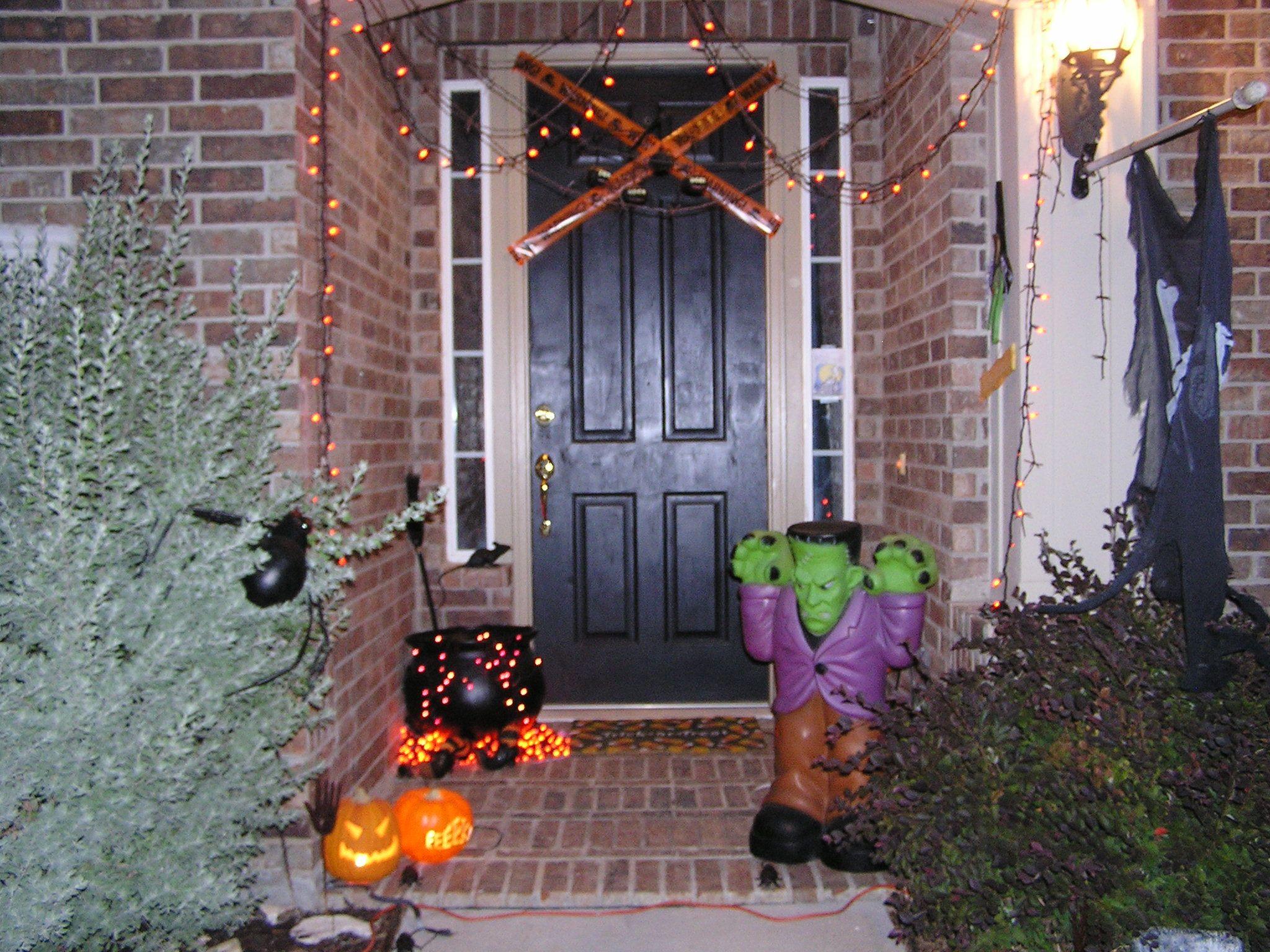 Halloween front porch decorations halloween pinterest for Pinterest halloween outdoor decorations