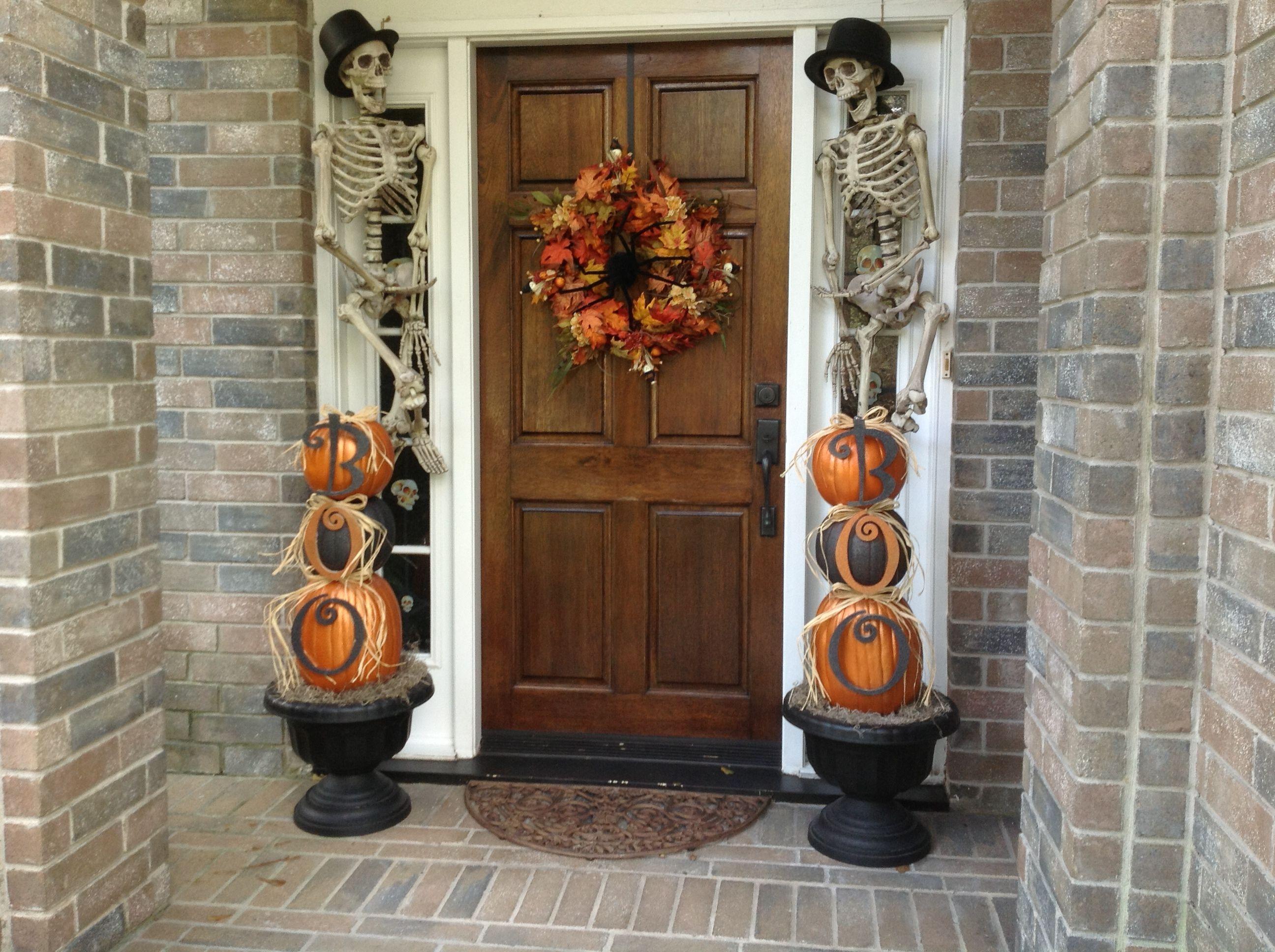 Outdoor halloween decorations fall pinterest for Pinterest halloween outdoor decorations
