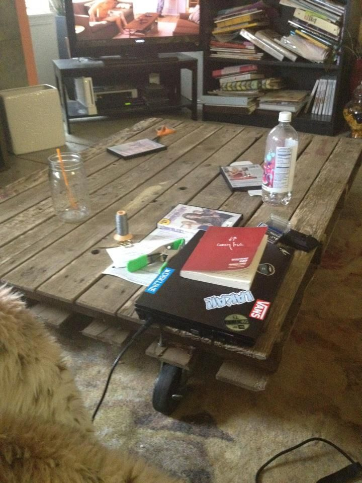 Messy But A Pallet Coffee Table Crafty Fun Pinterest