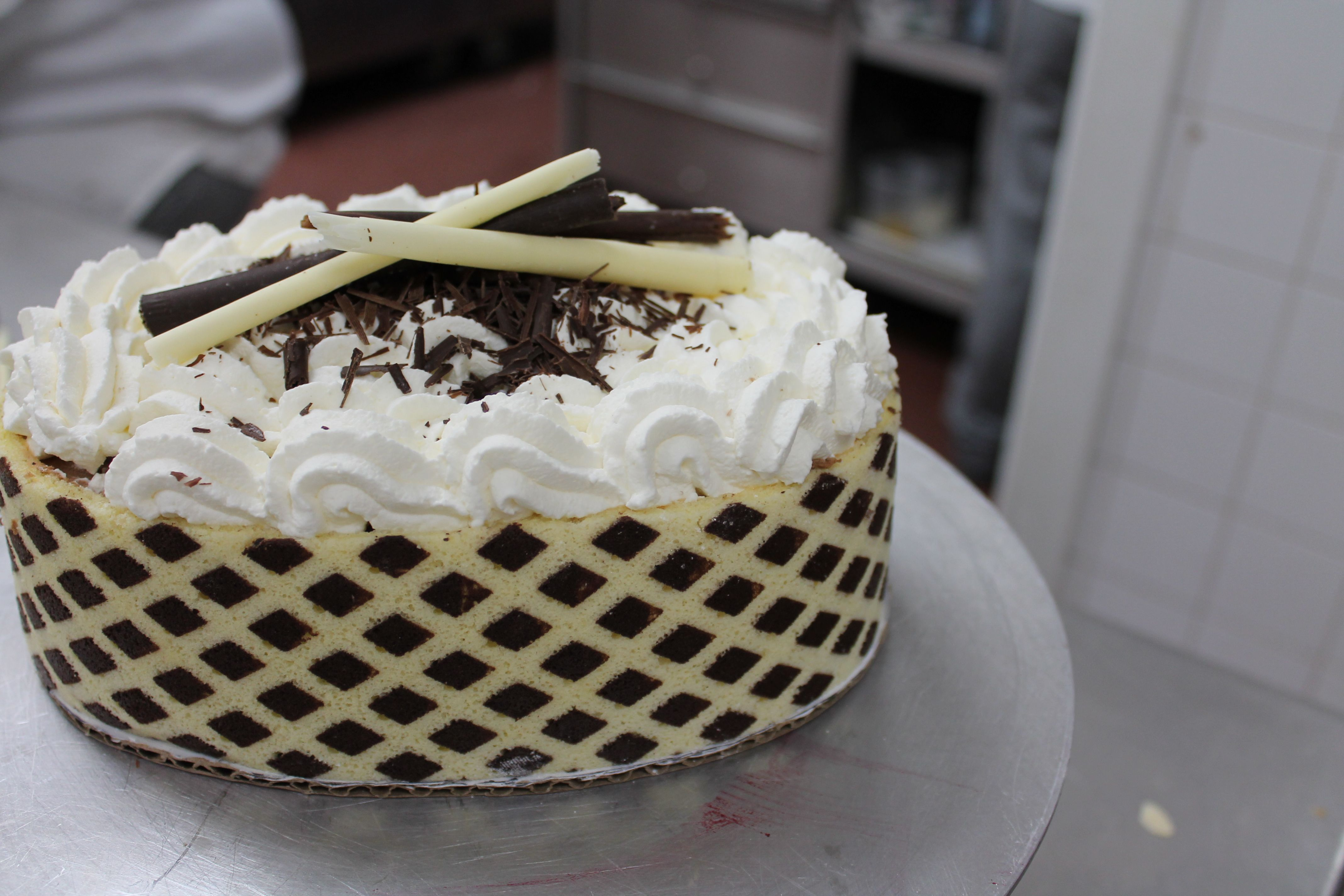 Dark & White Chocolate Mousse Cake | ummm | Pinterest