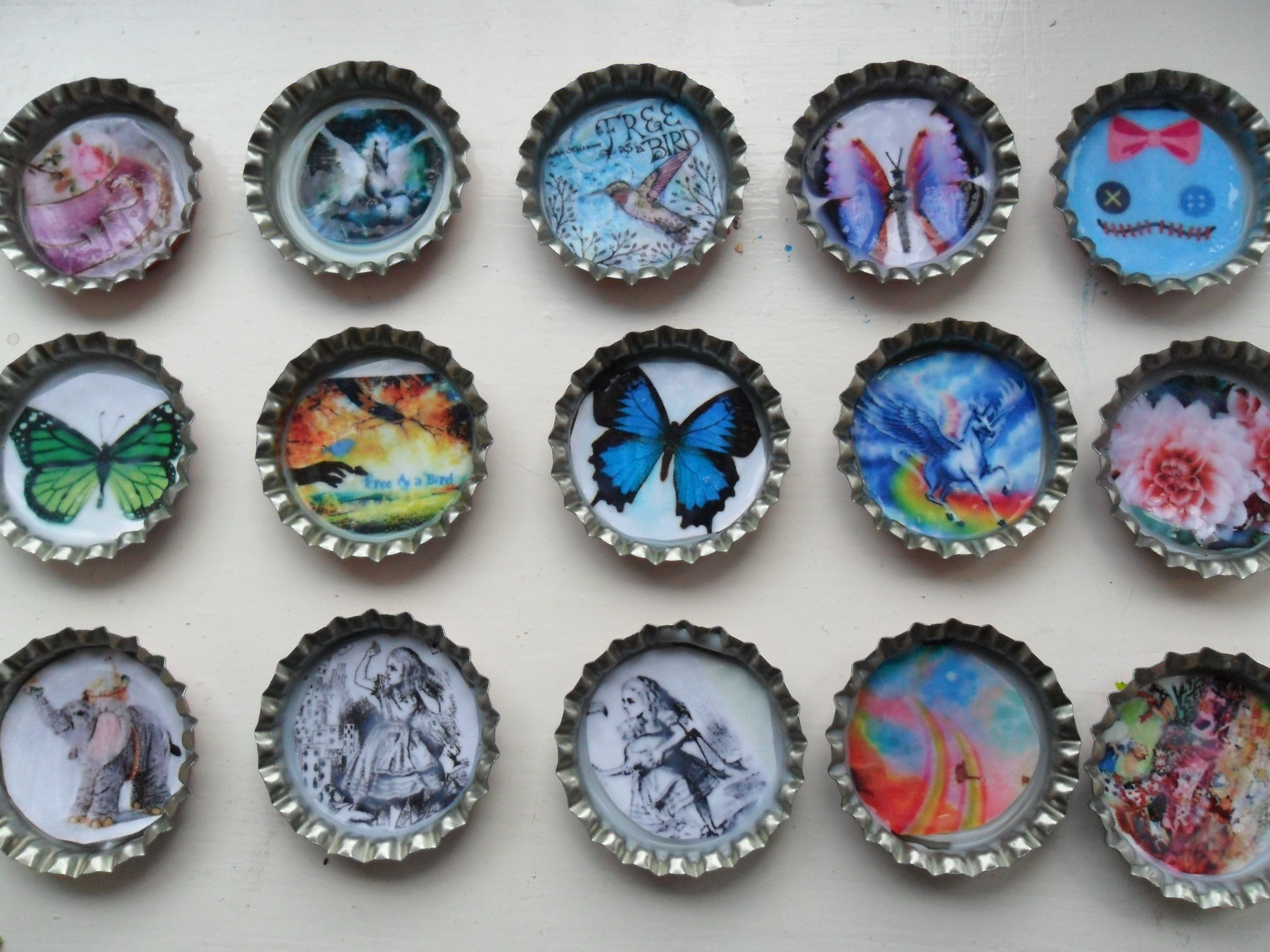 Bottle cap crafting magnets badges craft recycling pinterest - Plastic bottle caps crafts ideas ...
