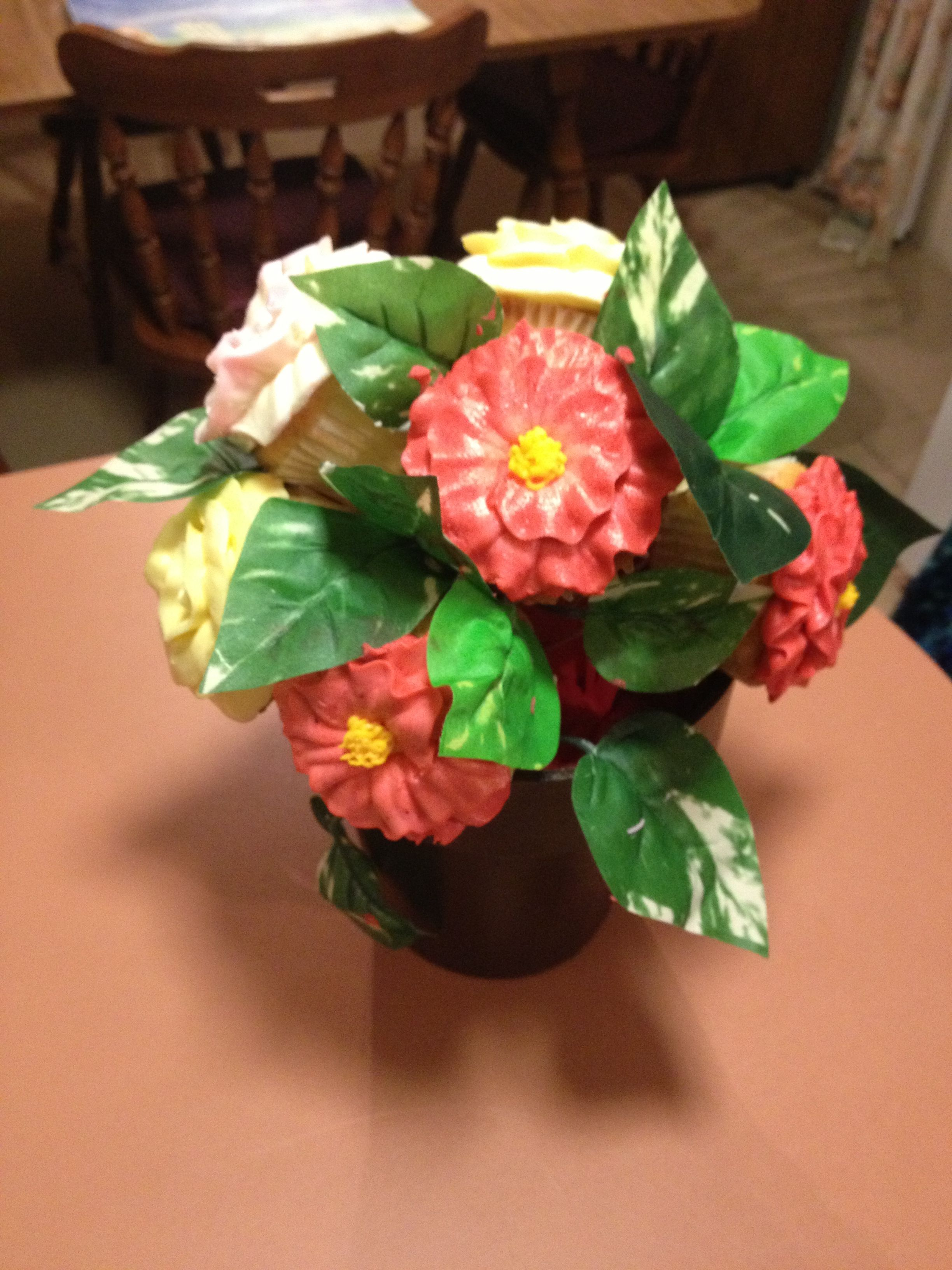 Flower cupcakes wedding centerpieces fun and helpful