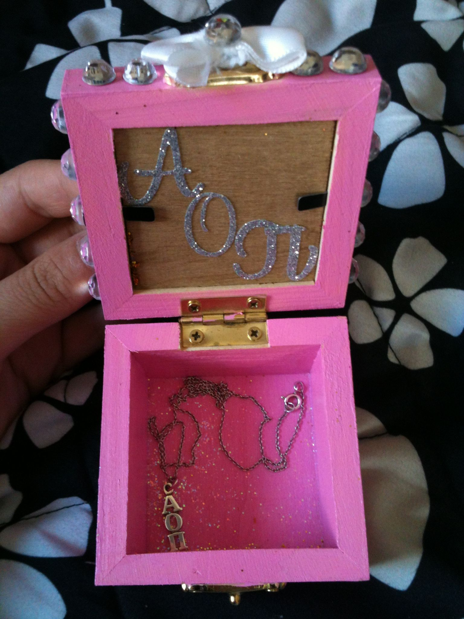 DIY: Jewelry box | AOPi Sussies, Surprises, Gifts, and Prizes | Pint ...