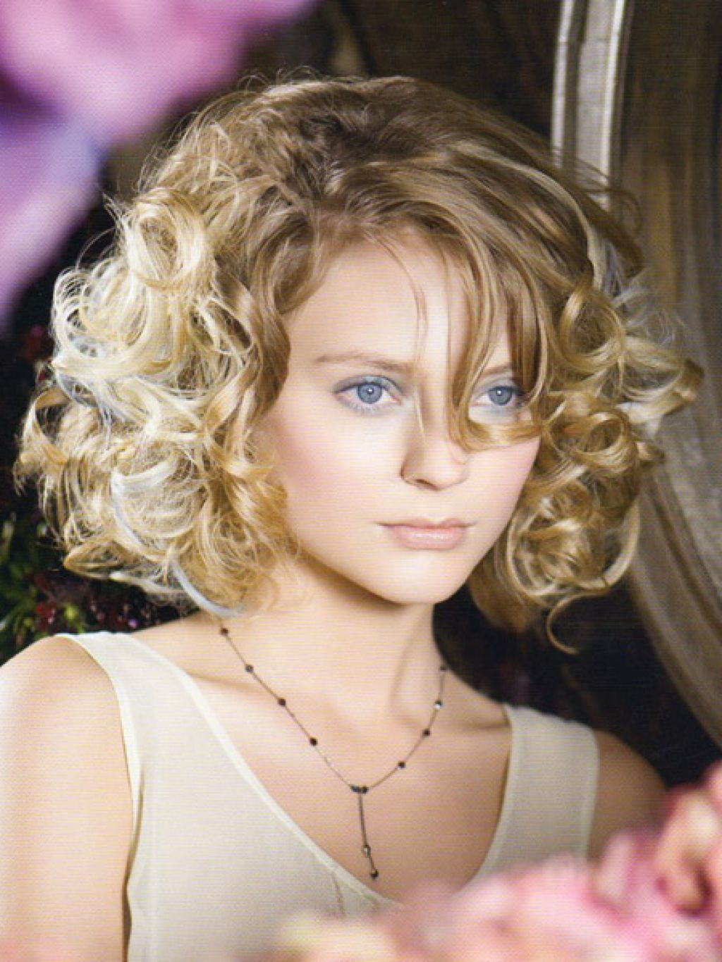 Best curly haircuts for round faces