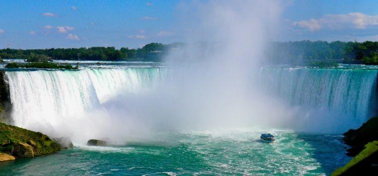 Vista aérea de las Cataratas de Niagara viaje Canadá costa a costa