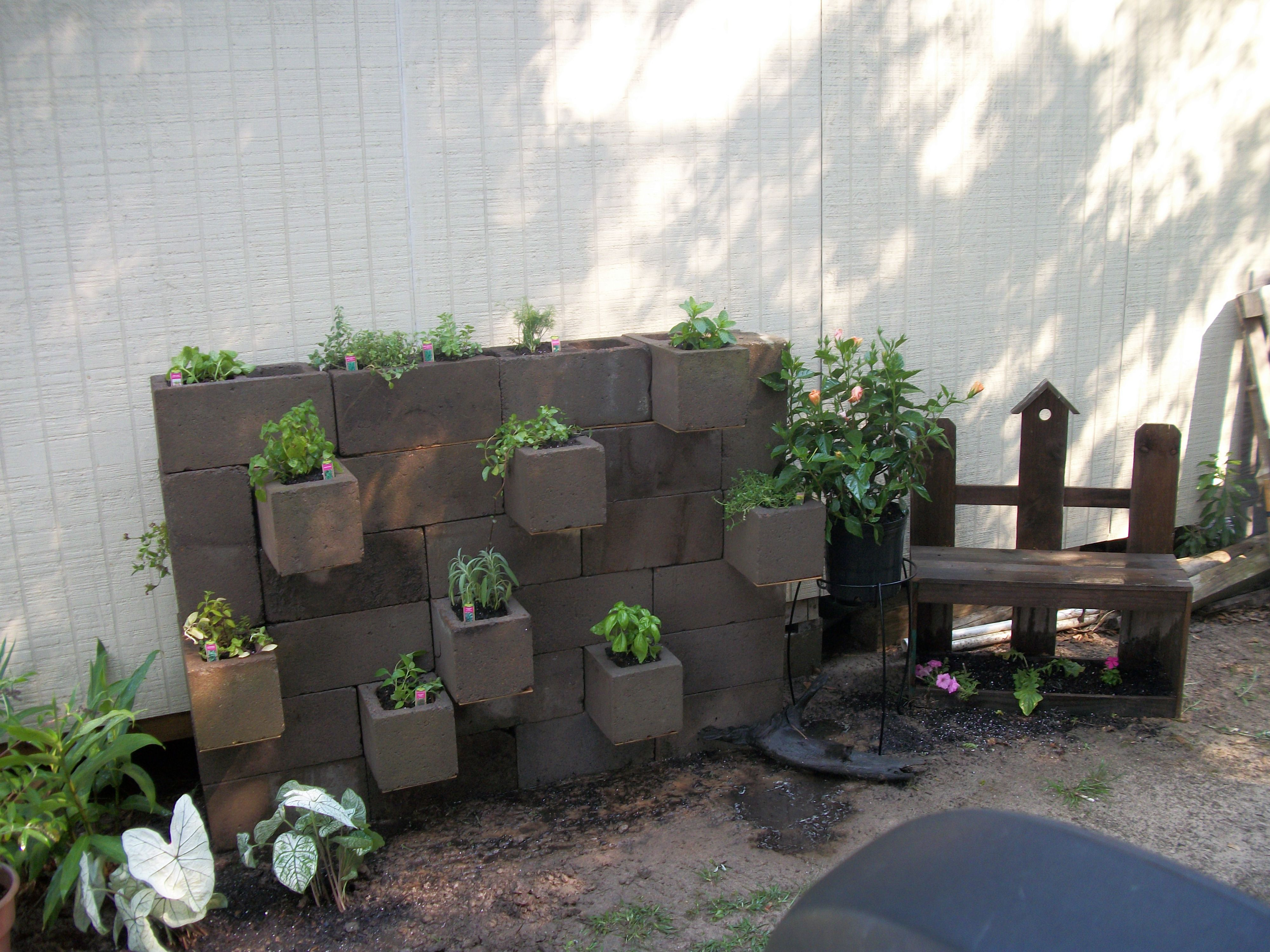 how to build a garden wall with cinder blocks