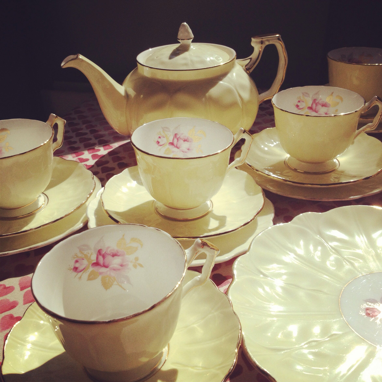Oh So Adorable Vintage Tea Set : Old China Tea set ️  Me old china  Pinterest