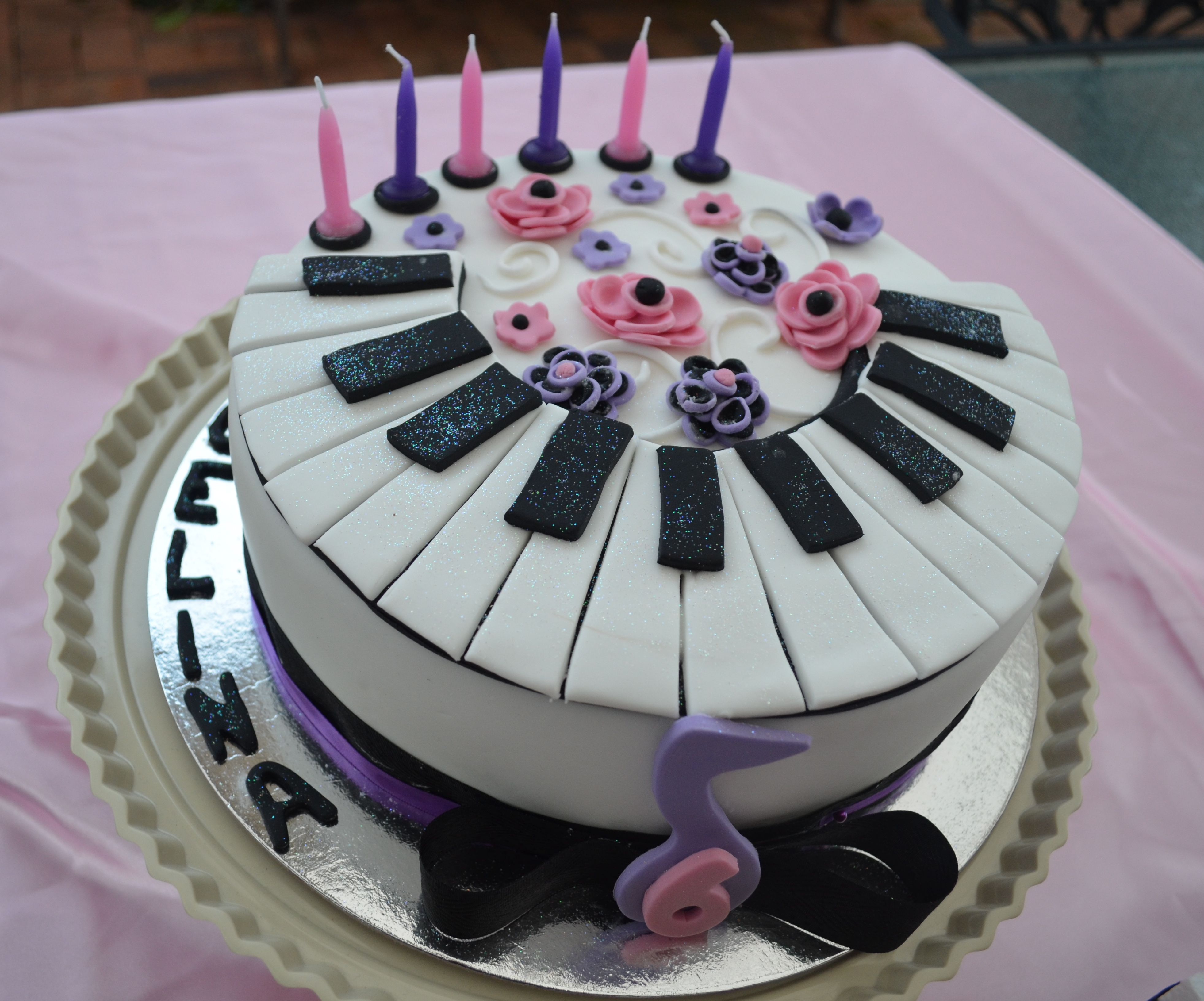 Cake Design Pianoforte : Piano Cake Recipe   Dishmaps
