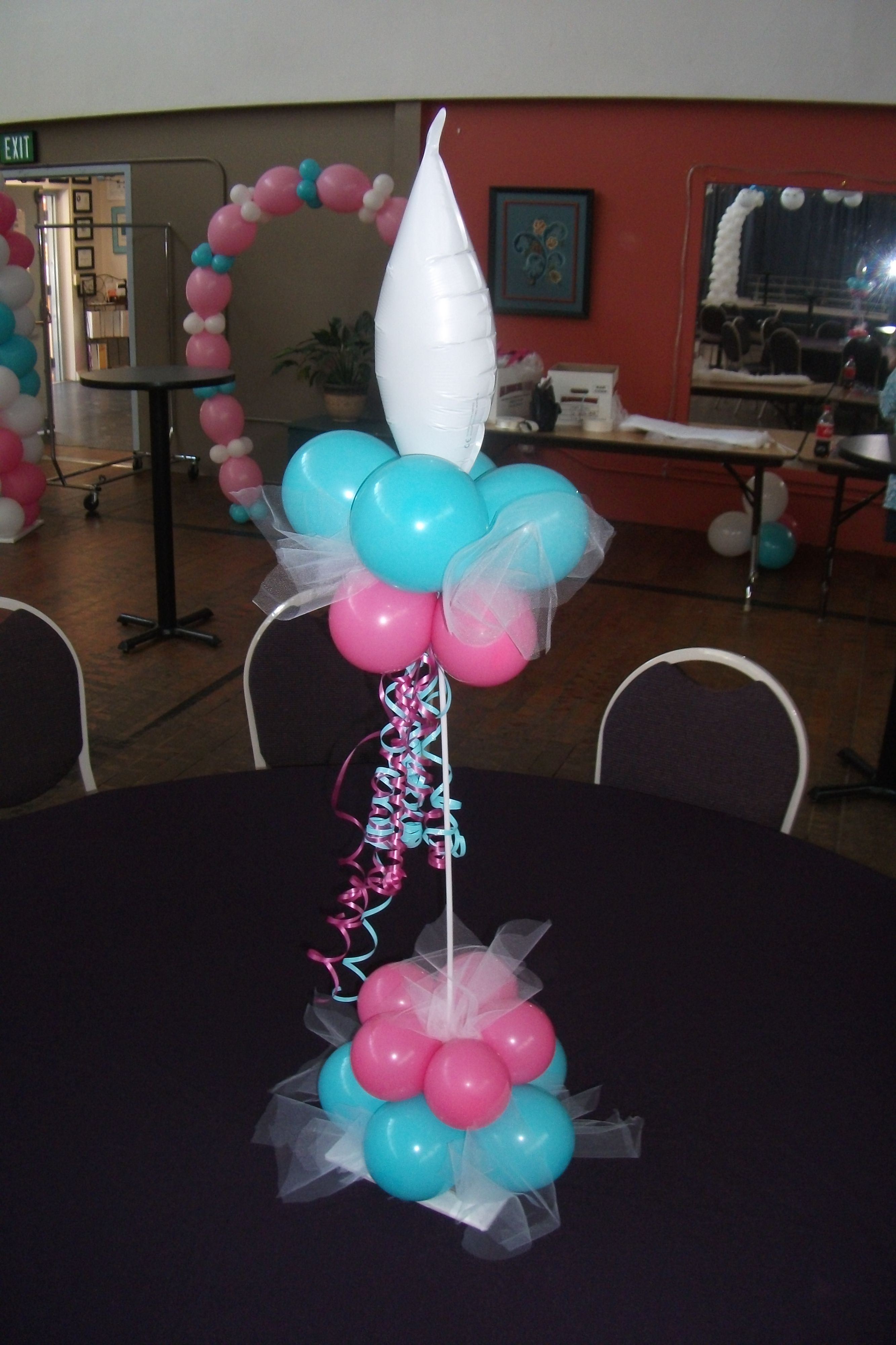 Baby shower balloon centerpiece balloon ideas for Balloon decoration for a baby shower