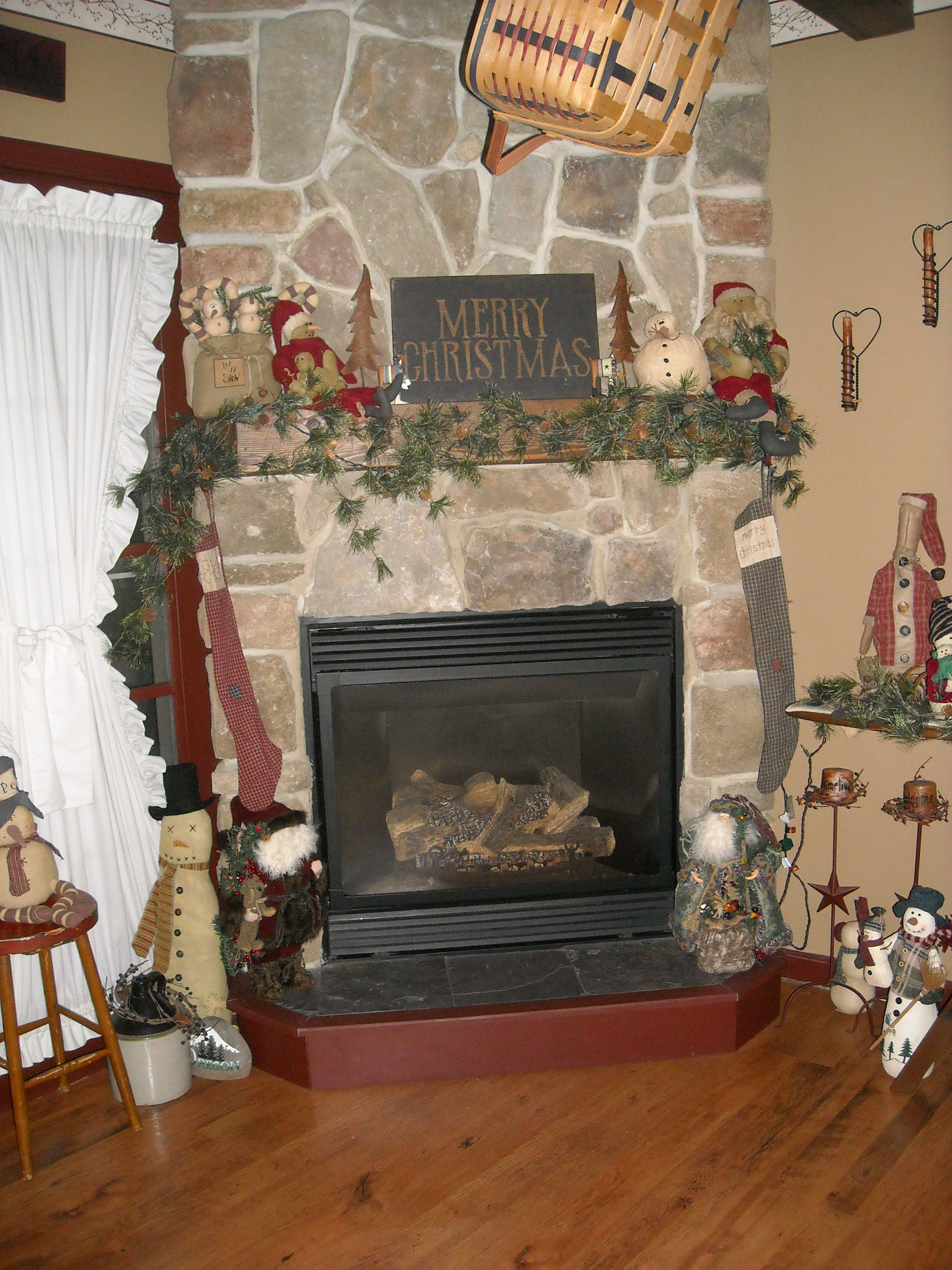 Christmas decor love primitive decor pinterest for Pinterest christmas decorations for the home