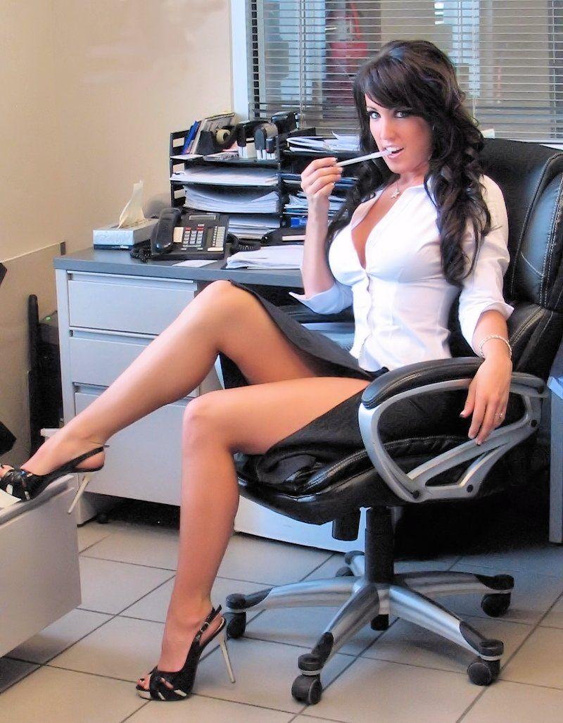 Секретарша в офисе фото 1 фотография