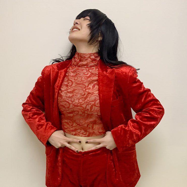 あいみょん 紅白 服装