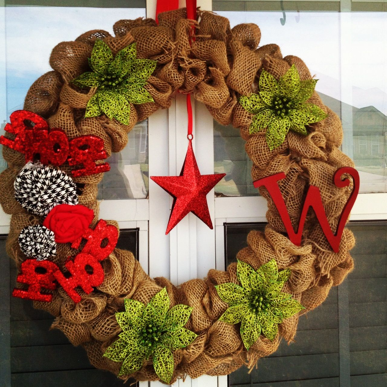 Burlap christmas wreath diy pinterest Burlap xmas wreath