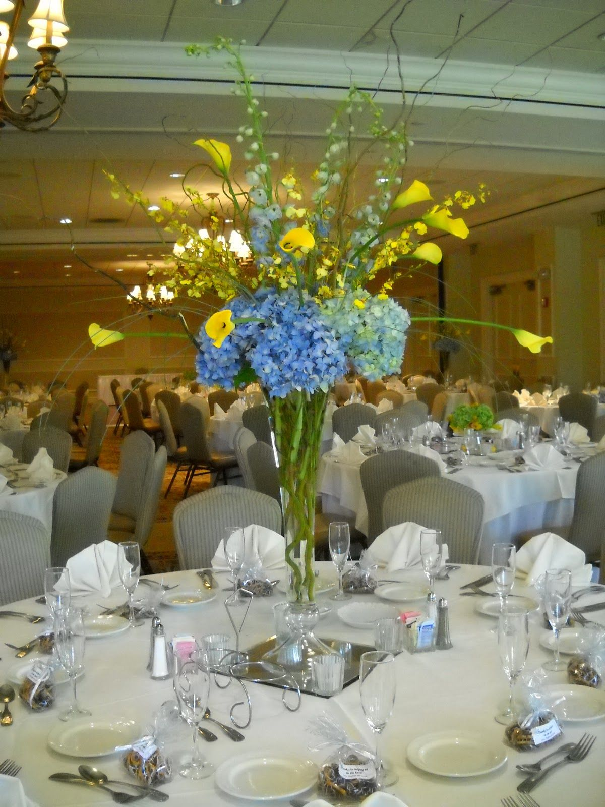 Blue and yellow wedding centerpiece ideas