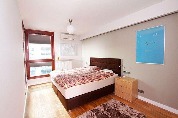 Phòng ngủ tông màu trung tính, là chỗ nghỉ ngơi lý tưởng cho những người thích sự đơn giản.