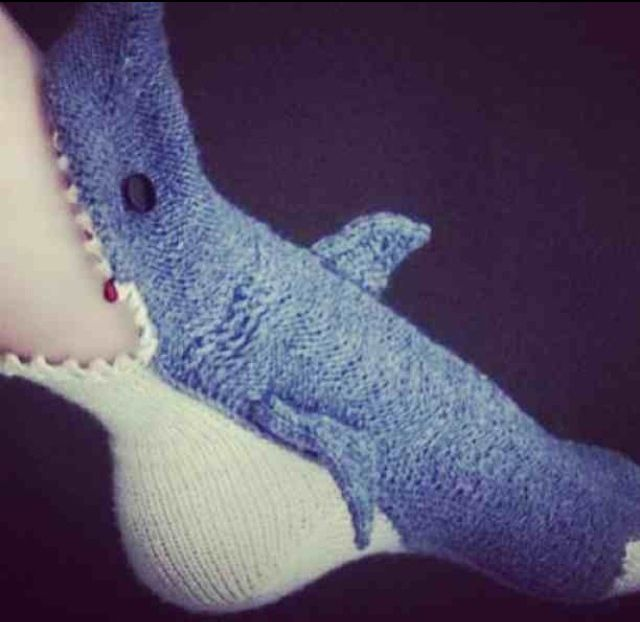 Shark Socks Knitting Pattern : Shark Slippers Knitting &crochet. Pinterest