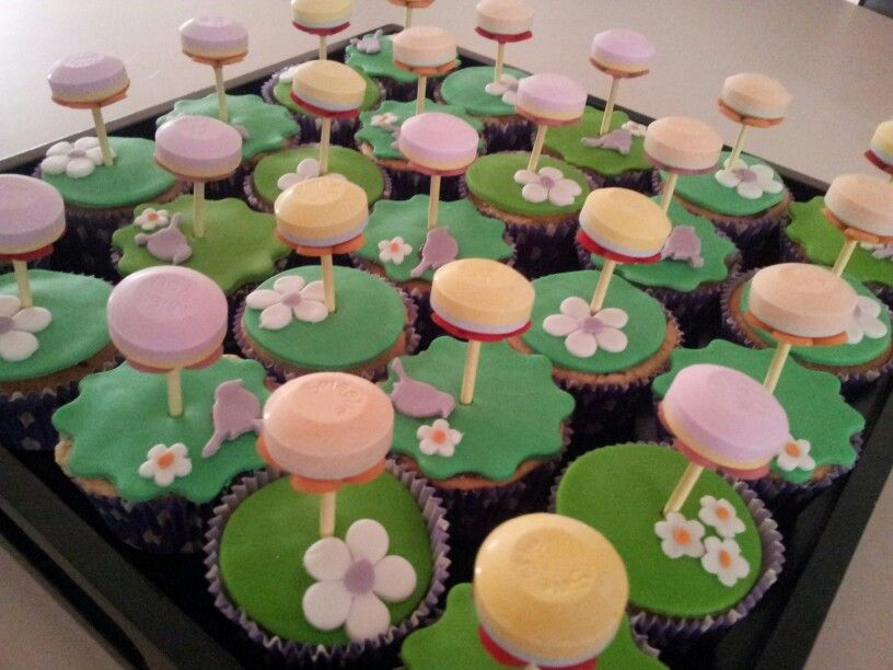 Lolly cupcakes | Cakes slices Cupcakes cocktails birthday themes c…