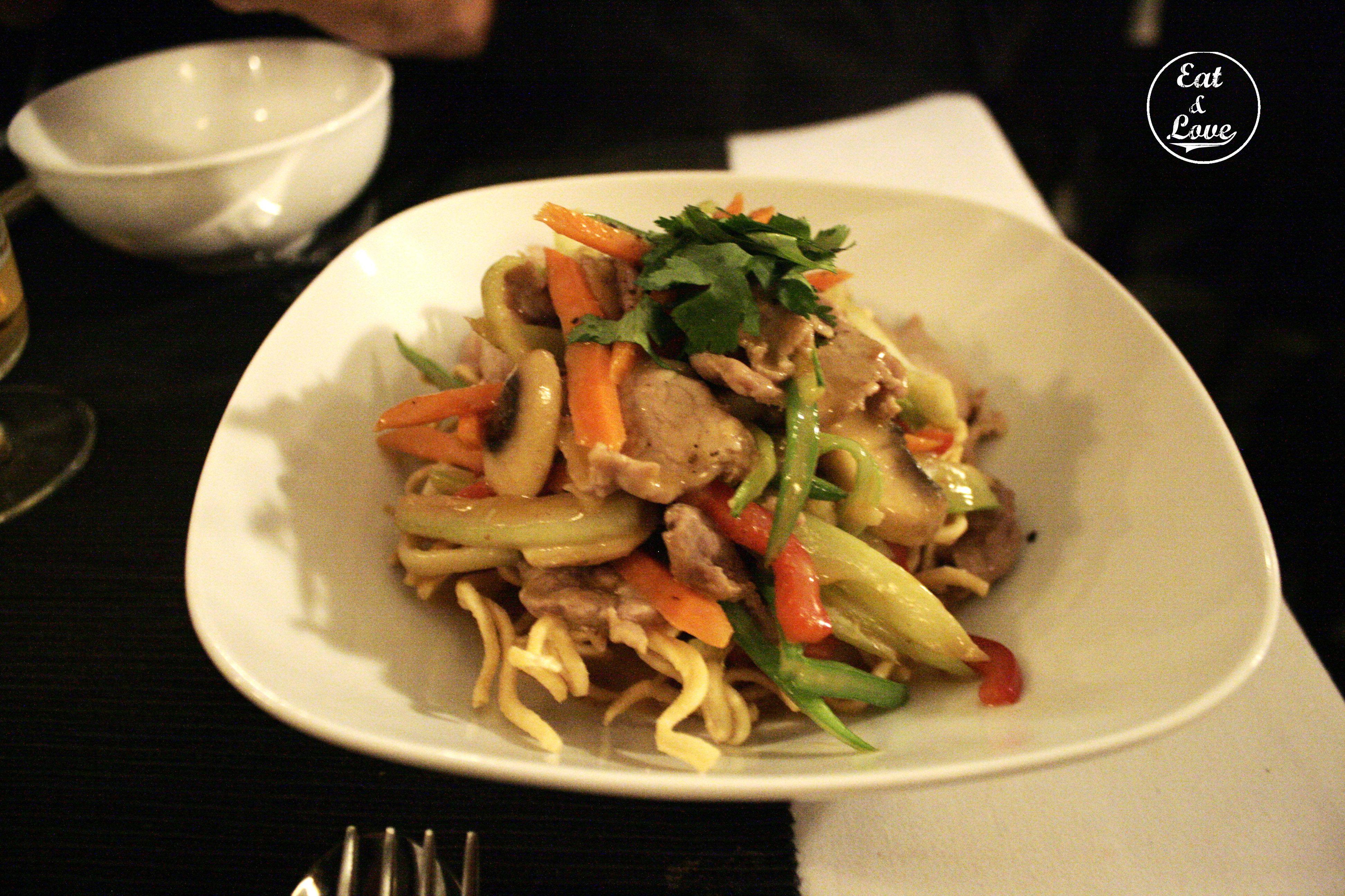 Tallarines con salsa de cacahuete - restaurante Vietnam - Madrid