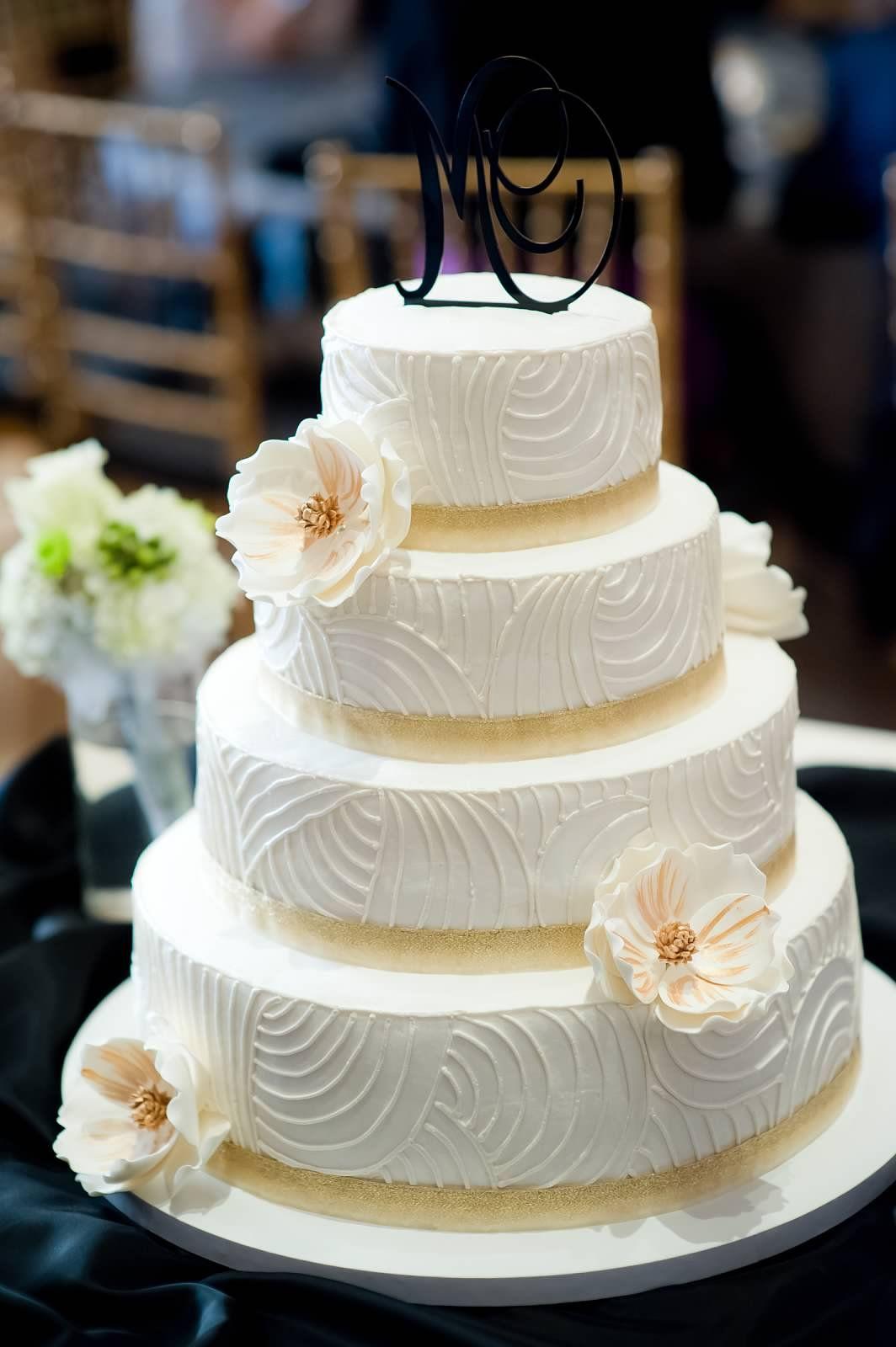 Ivory gold wedding cake weddingcake cakes