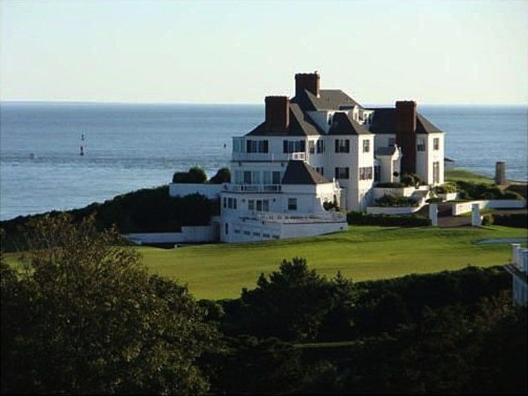 taylor swift 39 s home in watch hill ri rhode island. Black Bedroom Furniture Sets. Home Design Ideas