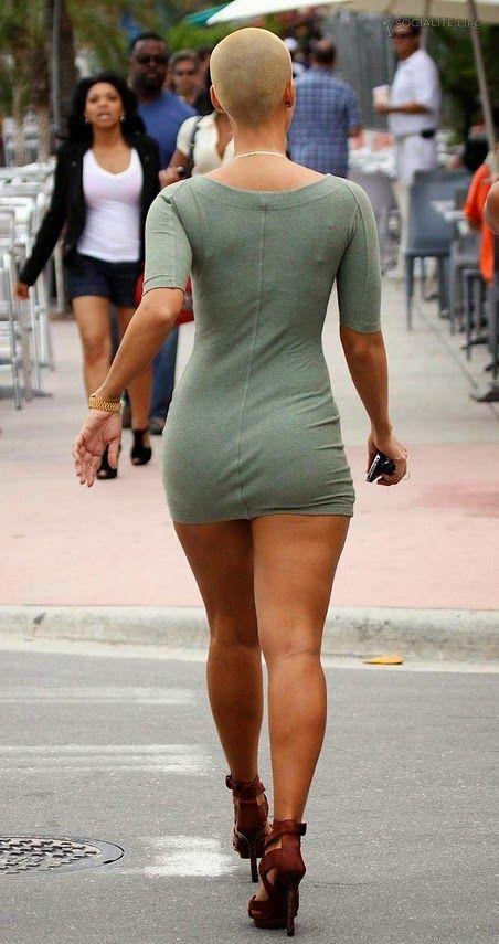 Фото девушки нагнулась в платье