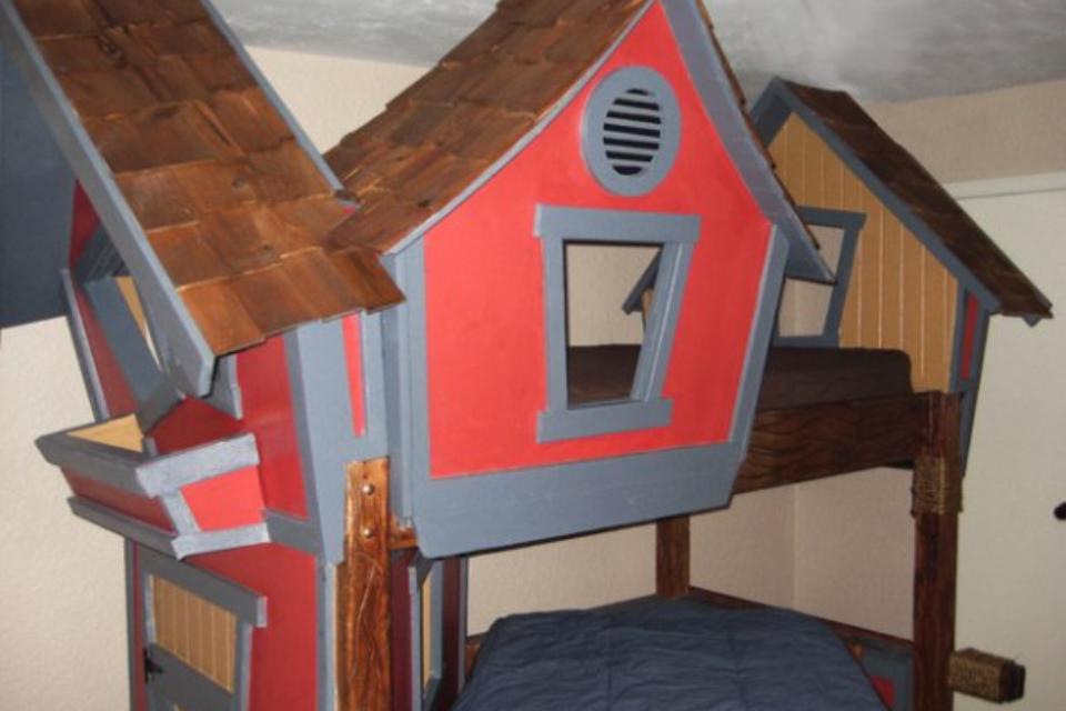 Super Cool Beds : Tree House Bunk Beds... Super Cool!!!  Girls Room  Pinterest