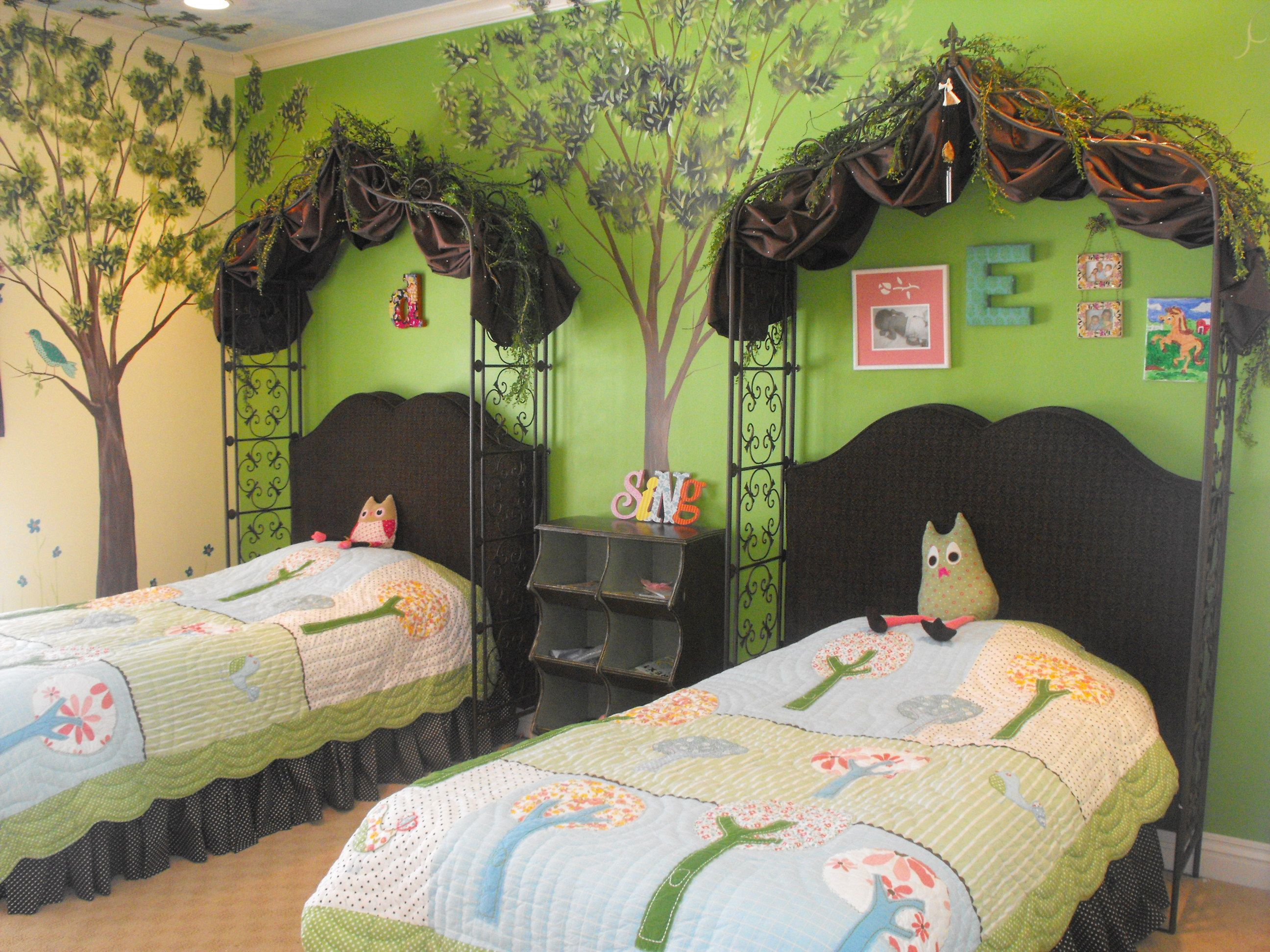 Pin by meghan rudisill on home decor enchanted woodland for Enchanted forest bedroom ideas