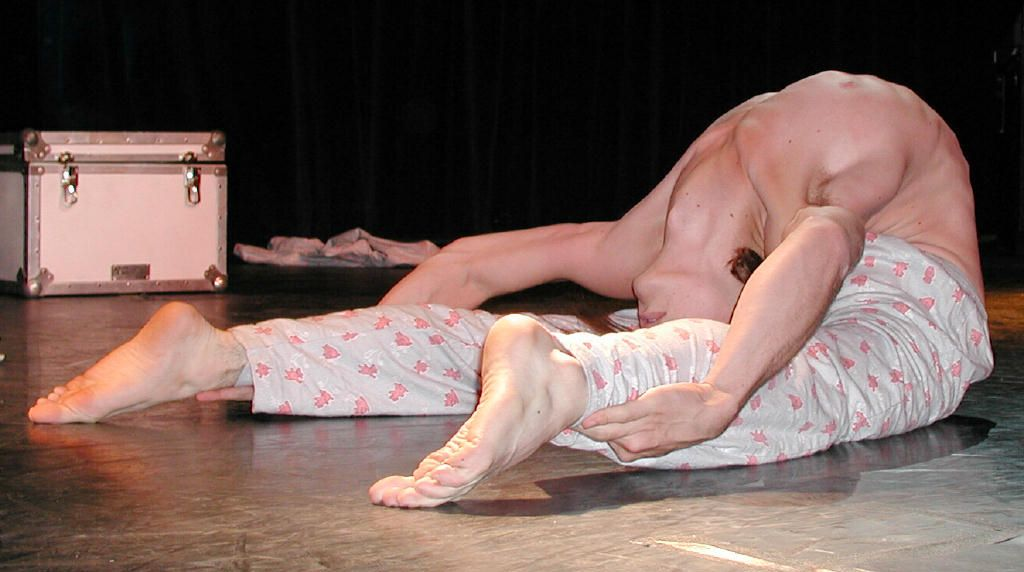 Daniel Browning Smith - American male contortionist ...