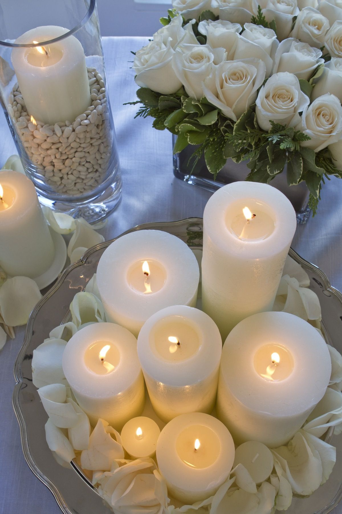 White roses candles wedding tablescapes pinterest for Decoration avec des roses