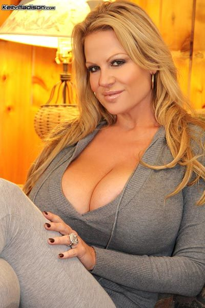 Kelly Madison is showing her natural big tits in a sexy underwear № 26216 без смс
