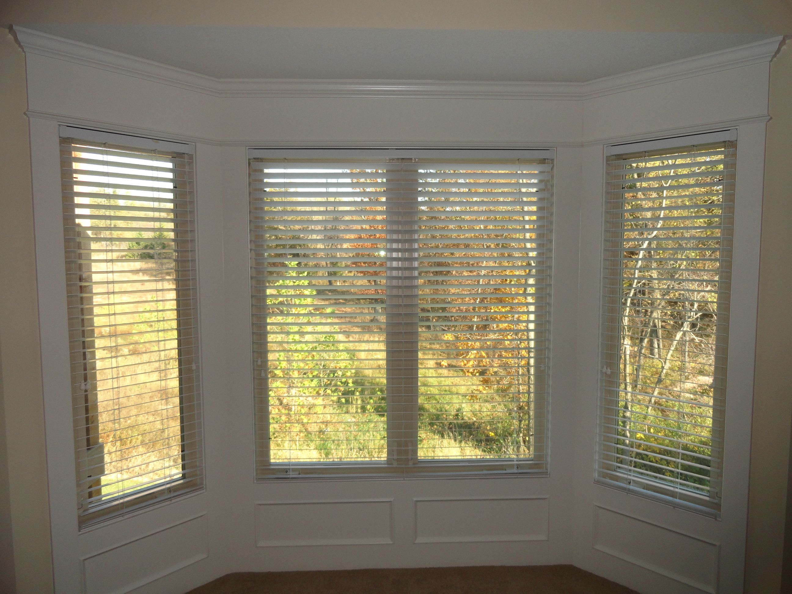 Bay window with wooden blinds for the home pinterest for Blinds for bay window