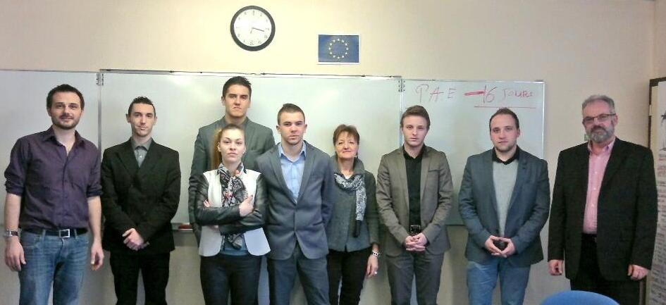Cédric (tout à gauche)  venu présenter la JCE à l'AFPA Beauvais
